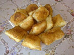 Снимка 1 от рецепта за Малки квадратни питки със сирене и кашкавал
