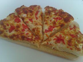 Снимка 1 от рецепта за Пица с кашкавал, сирене и пресни домати