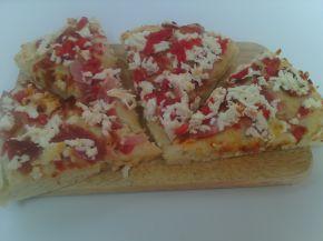 Снимка 1 от рецепта за Пица със сирене, филе и пресни домати