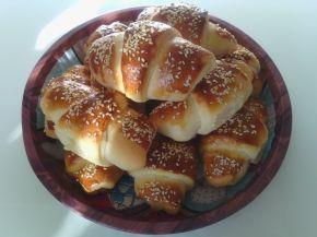 Снимка 1 от рецепта за Вкусни кифли с роле и сусам