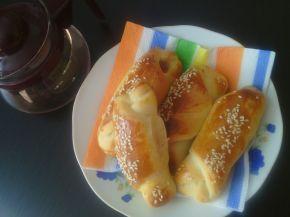 Снимка 1 от рецепта за Кифли със салам и сусам