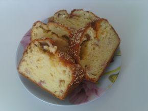 Снимка 1 от рецепта за Кекс със сирене, шварцвалдска шунка и бял сусам