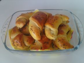 Снимка 1 от рецепта за Кифли със зехтин, сирене и ким