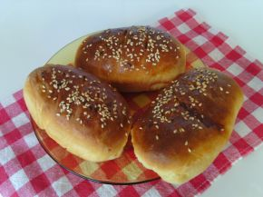 Снимка 1 от рецепта за Пълнени питки със салам, кашкавал и лютеница