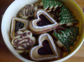 Снимка 1 от рецепта за Меденки с айсинг, шоколад и домашно сладко