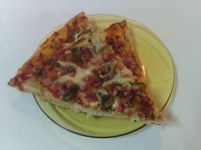 Снимка 1 от рецепта за Пица с пресни печурки и колбас