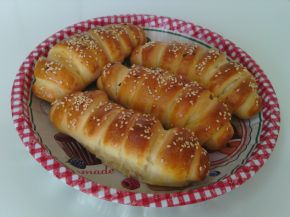 Снимка 1 от рецепта за Солени закуски с извара и белтък