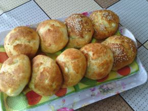 Снимка 1 от рецепта за Пухкави сиренки с масло
