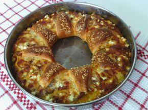 Снимка 1 от рецепта за Венец с кашкавал, сирене, колбас и лютеница