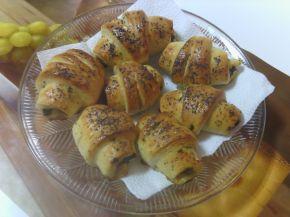 Снимка 1 от рецепта за Кифлички с лапад и сирене