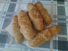 Снимка 1 от рецепта за Кифли от лимец и бяло брашно с пълнеж от шунка и сирене