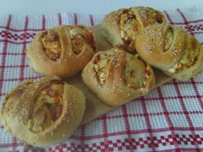 Снимка 1 от рецепта за Закуски-кошници със сирене, колбас, апетитка и чубрица