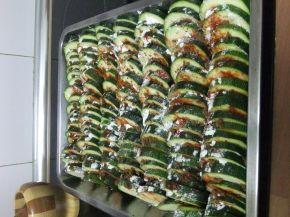 Снимка 1 от рецепта за Тиквички на фурна с кашкавал
