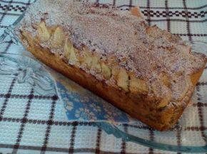 Снимка 1 от рецепта за Кейк с ябълки и кафено-канелена шарка