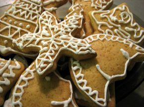 Снимка 1 от рецепта за Коледни меденки с украса от айсинг