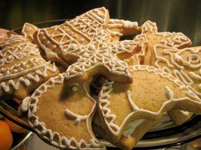 Снимка 2 от рецепта за Коледни меденки с украса от айсинг