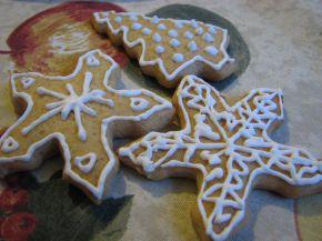 Снимка 4 от рецепта за Коледни меденки с украса от айсинг
