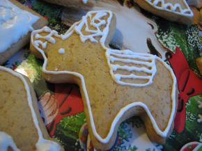 Снимка 5 от рецепта за Коледни меденки с украса от айсинг