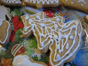Снимка 6 от рецепта за Коледни меденки с украса от айсинг