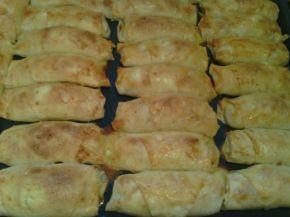 Снимка 2 от рецепта за Банички на сач с праз и сирене