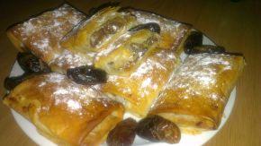 Снимка 4 от рецепта за Банички с ябълки, стафиди и фурми