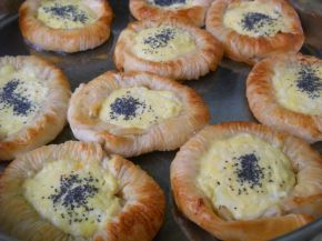 Снимка 7 от рецепта за Банички - слънчогледи