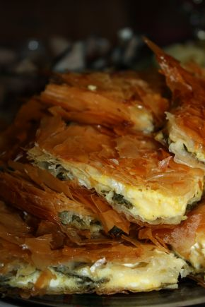 Снимка 3 от рецепта за Баница със сирене и спанак