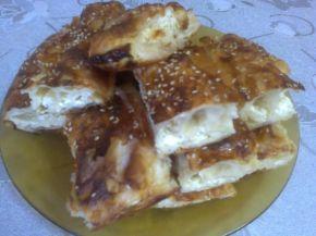 Снимка 2 от рецепта за Баница със сирене и сусам на рула