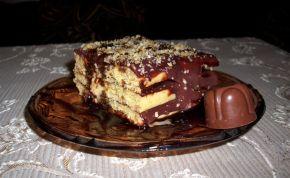 Снимка 2 от рецепта за Бисквитена торта с домашни бисквити
