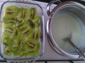 Снимка 2 от рецепта за Бисквитена торта с киви и нишесте