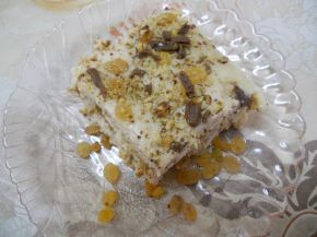 Снимка 2 от рецепта за Бисквитена торта с ром и стафиди