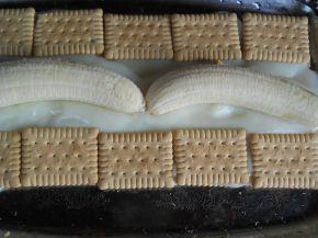 Снимка 3 от рецепта за Бисквитено руло с банани