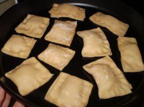 Снимка 2 от рецепта за Бутер банички със сладко, сирене и кашкавал