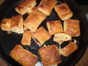 Снимка 7 от рецепта за Бутер банички със сладко, сирене и кашкавал