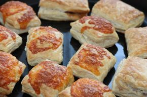 Снимка 8 от рецепта за Бутер банички със сладко, сирене и кашкавал