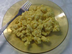 Снимка 2 от рецепта за Бъркани яйца със сирене