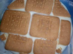 Снимка 3 от рецепта за Бърза бисквитена торта