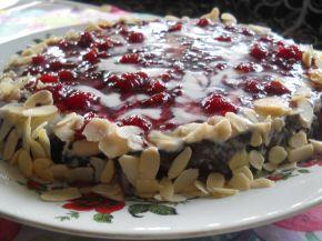 Снимка 2 от рецепта за Бърза торта с малиново сладко