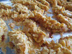 Снимка 3 от рецепта за Бързи пилешки хапки с корнфлейкс