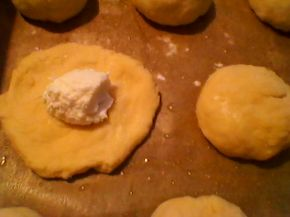 Снимка 6 от рецепта за Бързи и лесни питки с кашкавал