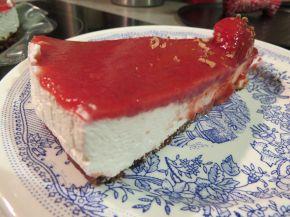 Снимка 5 от рецепта за Чийзкейк със замразени ягоди