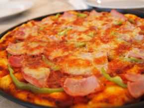 Снимка 4 от рецепта за Домашна пица с готово тесто
