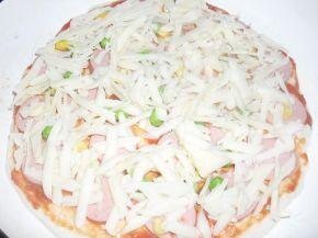 Снимка 4 от рецепта за Домашна пица с богата плънка
