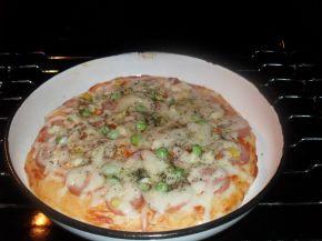 Снимка 5 от рецепта за Домашна пица с богата плънка