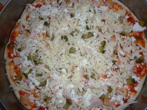Снимка 4 от рецепта за Домашна пица