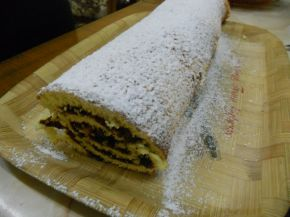 Снимка 2 от рецепта за Домашно руло със сладко от сливи
