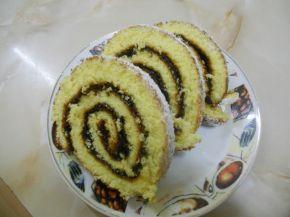 Снимка 3 от рецепта за Домашно руло със сладко от сливи