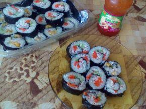 Снимка 7 от рецепта за Домашно суши със сьомга