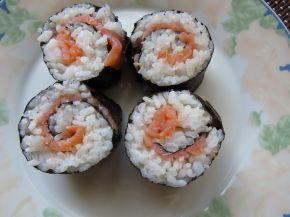 Снимка 5 от рецепта за Домашно суши със сьомга