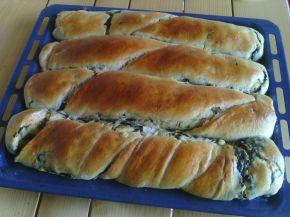 Снимка 2 от рецепта за Домашноточена закуска със спанак и сирене